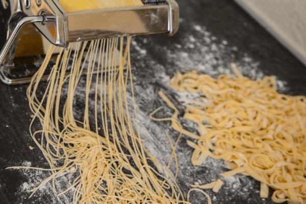 fabriquer-un-sechoir-a-pates-pates-seches-maison-comment-faire-pates-fraiches