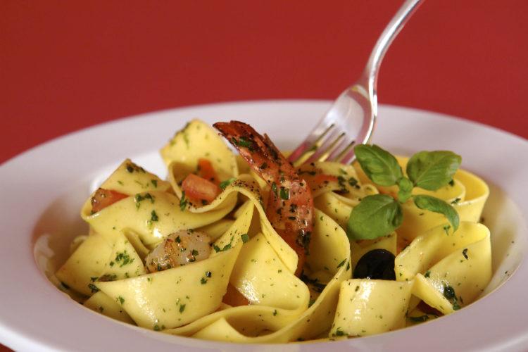 recette-pâtes-facile-recette-pappardelles-aux-champignons-pappardelles-recette-ricardo-pates-au-lapin