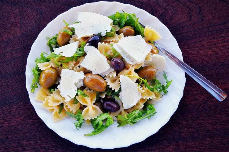 sauce-salade-de-pâtes-salade-de-pâtes-au-saumon-salade-de-pâtes-balsamique-salade-de-pate-printemps-sauce-pour-salade-de-pâtes-salade-de-pâtes-estivale-salade-de-pâtes,-jambon-cru-parmesan-salade-pâtes-mozzarella-tomates-séchées-salade-pâtes-poivrons-mozzarella-salade-de-pâtes-italienne-parmesan-recette-de-salade-italienne-froide-recette-pâte-italienne-sauce-recette-pâte-italienne-maison-salade-de-pâtes-aux-légumes