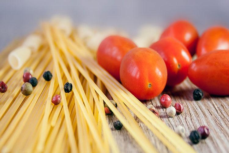 cuire-des-pâtes-avec-monsieur-cuisine-connect-double-cuisson-pâtes-arcobaleno-pâtes-recette-pâtes-1-10,-100-cuisson-des-pâtes-sèches-huile-d'olive-dans-leau-des-pâtes-cuire-les-pâtes-dans-la-sauce-cuisson-des-pates-à-l'italienne-cuisson-des-pâtes-al-dente-couper-la-cuisson-des-pâtes-comment-faire-des-pâtes-fraîches-sans-machine-comment-faire-cuire-des-pâtes-au-micro-onde